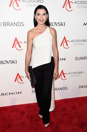 Julianna Margulies was minimalist-chic in her Narciso Rodriguez ensemble, consisting of a white high-low one-shoulder top and black pants, at the 2016 ACE Awards.