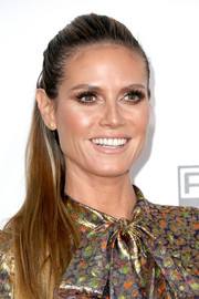 Heidi Klum opted for a simple ponytail when she attended the 2016 AMAs.