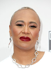 Emeli Sande attended the 2016 American Music Awards rocking a buzzcut.