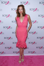 Alysia Reiner finished off her pink carpet attire with nude platform peep-toe heels.