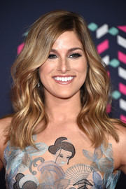 Cassadee Pope looked beautiful wearing this wavy hairstyle at the 2016 CMT Music Awards.