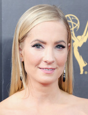 Joanne Froggatt opted for a simple straight hairstyle when she attended the 2016 Creative Arts Emmy Awards.
