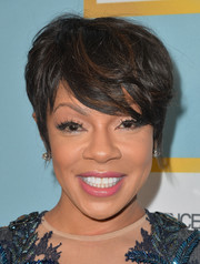 Wendy Raquel Robinson sported messy emo bangs at the 2016 Essence Black Women in Hollywood Awards.