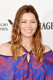 Jessica Biel swiped on some bright blue eyeshadow for an electrifying beauty look!