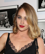 Jemima Kirke styled her hair with curly ends for the Free Arts NYC benefit.