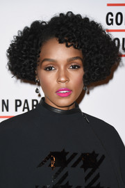 Janelle Monae wore her hair in short, thick curls at the 2016 Gordon Parks Foundation Awards.