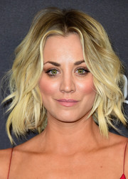 Cuoco styled her chin-length blond locks in loose waves a the 2016 Warner Bros. Golden Globe after-party.