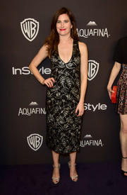 Kathryn Hahn donned a low-cut, metallic-embroidered dress for the InStyle and Warner Bros. Golden Globes post-party.