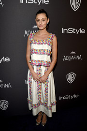 Phoebe Tonkin added a mixture of colors in her white midi dress with colorful printed panels at the InStyle and Warner Bros. Golden Globes afterparty.