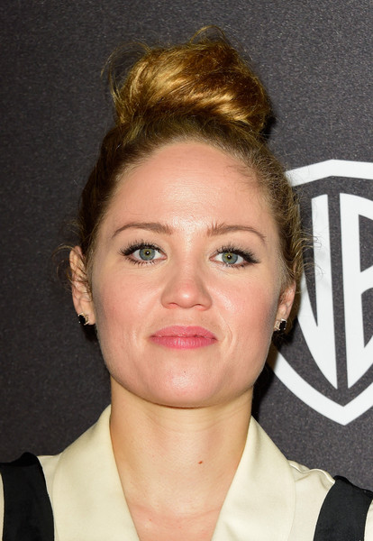 Erika Christensen kept it casual yet fun with this top knot at the InStyle and Warner Bros. Golden Globes post-party.