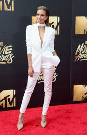Renee Bargh was sharp and sexy at the MTV Movie Awards in a white Natalie Chapman pantsuit worn sans shirt.