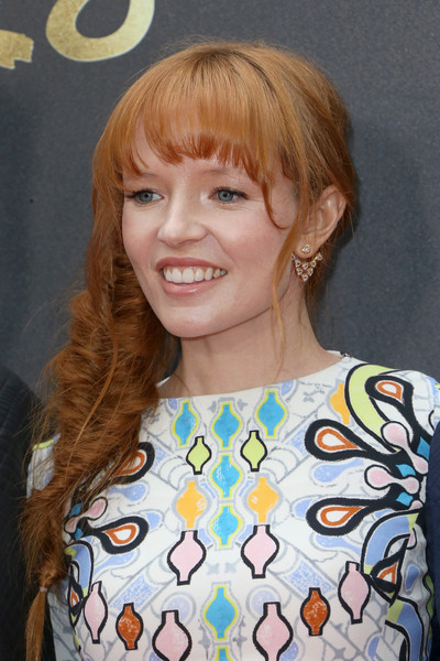 Stef Dawson styled her hair into a loose side fishtail braid for the MTV Movie Awards.