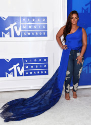 Dascha Polanco hit the MTV VMAs wearing a cobalt one-shoulder top with a flowing lace train.