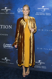 Molly Sims brightened up the blue carpet with this gold velvet coat and mustard dress combo during the 2016 March of Dimes Celebration of Babies.