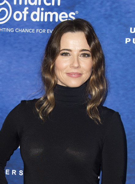 More Pics of Linda Cardellini Strappy Sandals (1 of 3) - Linda Cardellini Lookbook - StyleBistro