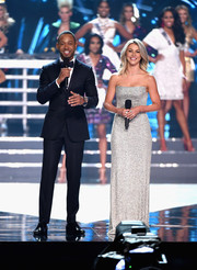 Julianne Hough looked stunning in a beaded silver strapless gown while speaking onstage at the 2016 Miss USA competition.