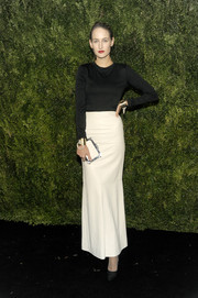 A white Chanel box clutch with silver trim finished off Leelee Sobieski's look.