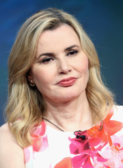 Geena Davis attended the 2016 Summer TCA Tour wearing a shoulder-length wavy style.