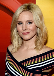 Kristen Bell wore her hair down to her shoulders in a sweet wavy style during the NBCUniversal Summer TCA Tour.