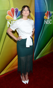 Mandy Moore attended the NBCUniversal Summer TCA Tour wearing a white tie-waist T-shirt.