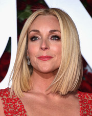 Jane Krakowski attended the 2016 Tony Awards wearing her hair in a perfect lob.