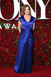 Jessica Lange made an elegant appearance at the 2016 Tony Awards in a royal-blue J. Mendel gown with a knotted waist and a pleated skirt underlay.
