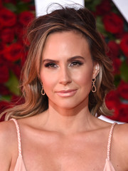 Keltie Knight was sexily coiffed with this messy half-up 'do at the 2016 Tony Awards.