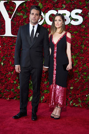 Rose Byrne paired her dress with black skinny-strap platform sandals by Stuart Weitzman.