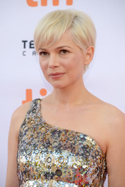 Michelle Williams worked a stylish platinum-blonde emo cut at the TIFF premiere of 'Manchester by the Sea.'