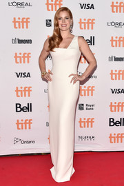 Amy Adams looked flawless in a crisp white one-shoulder gown by Tom Ford during the TIFF premiere of 'Nocturnal Animals.'