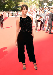 Gemma Arterton added extra sparkle with a pair of bejeweled Louboutins.