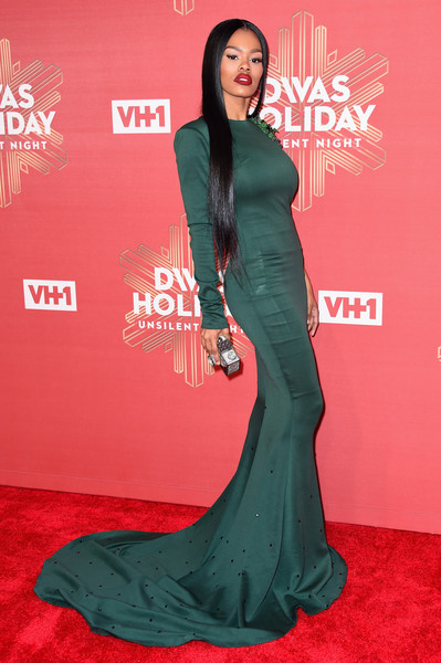 Teyana Taylor flaunted her incredible figure in a skintight green fishtail gown by Jason Boateng during VH1's Divas Holiday: Unsilent Night.