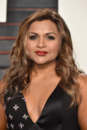 Mindy Kaling finished off her look with a classic red lip.