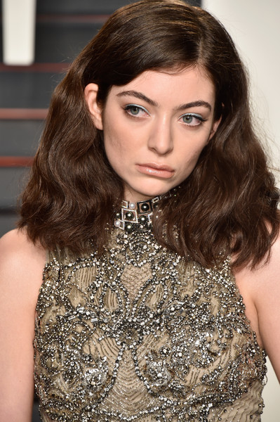 For her lips, Lorde chose a nude hue.