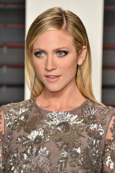 Brittany Snow wore a neat and elegant side-parted hairstyle when she attended the Vanity Fair Oscar party.