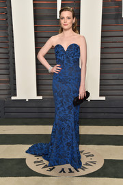 Gillian Jacobs donned a strapless blue sweetheart-neckline gown for the Vanity Fair Oscar party.