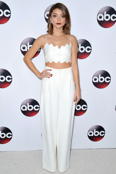 More Pics Of Sarah Hyland Side Parted Straight Cut  Short Hairstyles Lookbook Stylebistro