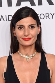 Giovanna Battaglia perked up her beauty look with bright red lipstick.
