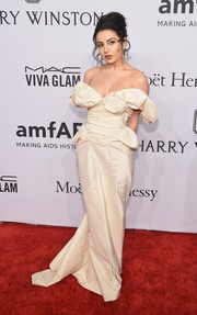 Charli XCX got all frilled up in a bridal-inspired off-the-shoulder gown for the amfAR New York Gala.