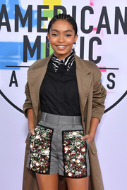 Yara Shahidi was casual in a black Prada button-down shirt with a zebra-print collar at the 2017 American Music Awards.