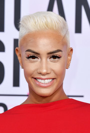 Sibley Scoles sported a platinum-blonde fauxhawk at the 2017 American Music Awards.