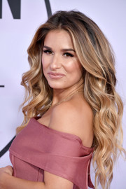 Jessie James Decker looked gorgeous with her flowing waves at the 2017 American Music Awards.
