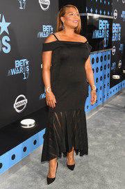 Queen Latifah kept it classy in a black cold-shoulder dress with a sheer-panel mermaid hem at the 2017 BET Awards.