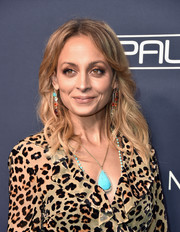 Nicole Richie gave her neutral-toned outfit a dazzling pop of color with a turquoise pendant by Irene Neuwirth.