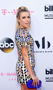 Rachel Platten paired an electric-blue Tyler Ellis clutch with a geometric-print dress for a dynamic look during the 2017 Billboard Music Awards.