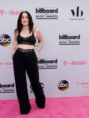 Noah Cyrus matched her top with black wide-leg pants, also by John Galliano.