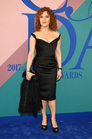 Bernadette Peters opted for a classic silhouette with this off-the-shoulder LBD at the 2017 CFDA Fashion Awards.