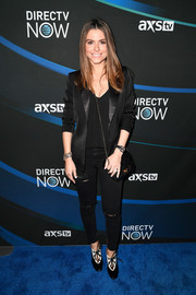 Maria Menounos kept it smart in a black satin-lapel blazer at the 2017 DIRECTV NOW Super Saturday Night concert.