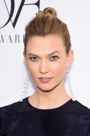 Karlie Kloss accessorized with a pair of Irene Neuwirth pearl drop earrings.