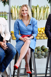 Kristen Bell's red patent pumps and blue wrap dress at the #DrinkGoodDoGood campaign launch made a lovely color combo!